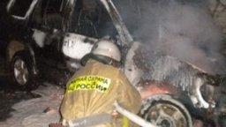 Легковой автомобиль тушили пожарные в Комсомольске в районе Радиоцентра