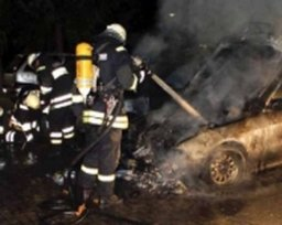 Два пожарных расчета тушили горящий легковой автомобиль в поселке Мылки