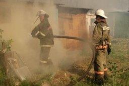 Причиной вызова пожарных стало загорание надворной постройки по улице Свирской в Хабаровске