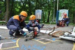 Спасатели и инспекторы ГИМС проводят мастер-классы для ребят профильной смены «Юный пожарный» оздоровительного лагеря «Энергетик»