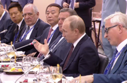 Владимир Путин: предлагаем широкий набор инструментов для инвестиций, включая территории опережающего развития и режим свободного порта на Дальнем Востоке