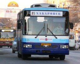 Жительница Хабаровска упала в автобусе и устроила скандал