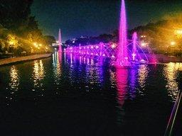 Для выпускников Хабаровска на городских прудах прошло лазерное шоу