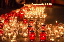 "Сотни хабаровчан зажгли ""Свечи памяти"" на площади Славы"