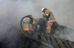 Крышу деревянной бани тушили комсомольские огнеборцы в поселке Победа