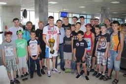 В Хабаровск вернулся победитель первенства Европы по боксу среди юношей Иван Ступин