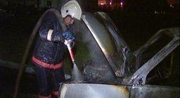 Около получаса потребовалось комсомольским огнеборцам на ликвидацию загорания автомобиля