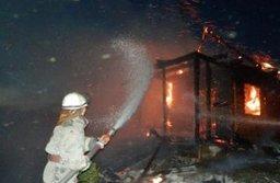 Подсобные помещения и дачный дом тушили комсомольские пожарные в посёлке Победа
