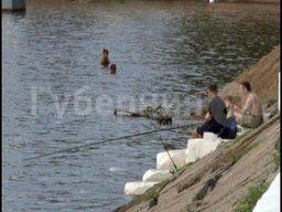 В понедельник днем в Амуре у городской набережной утонул 47-летний хабаровчанин